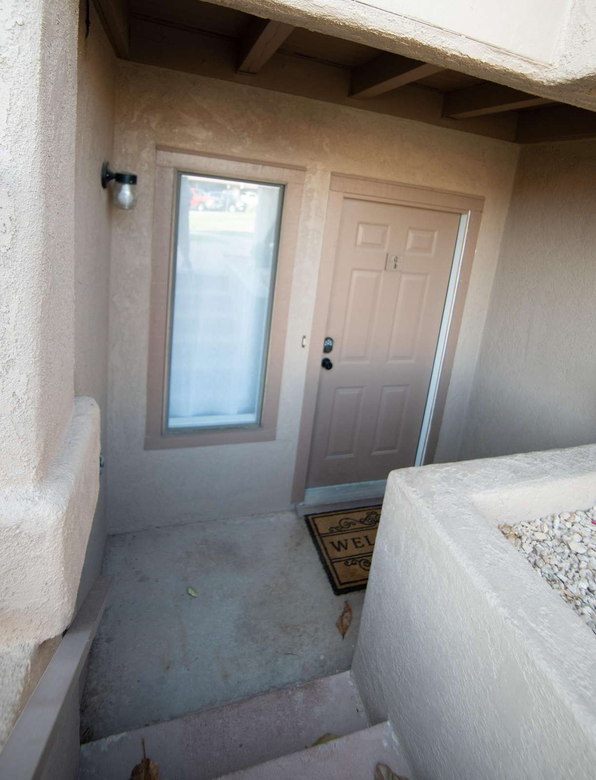 Entry to this condo is an EXTERIOR entrance