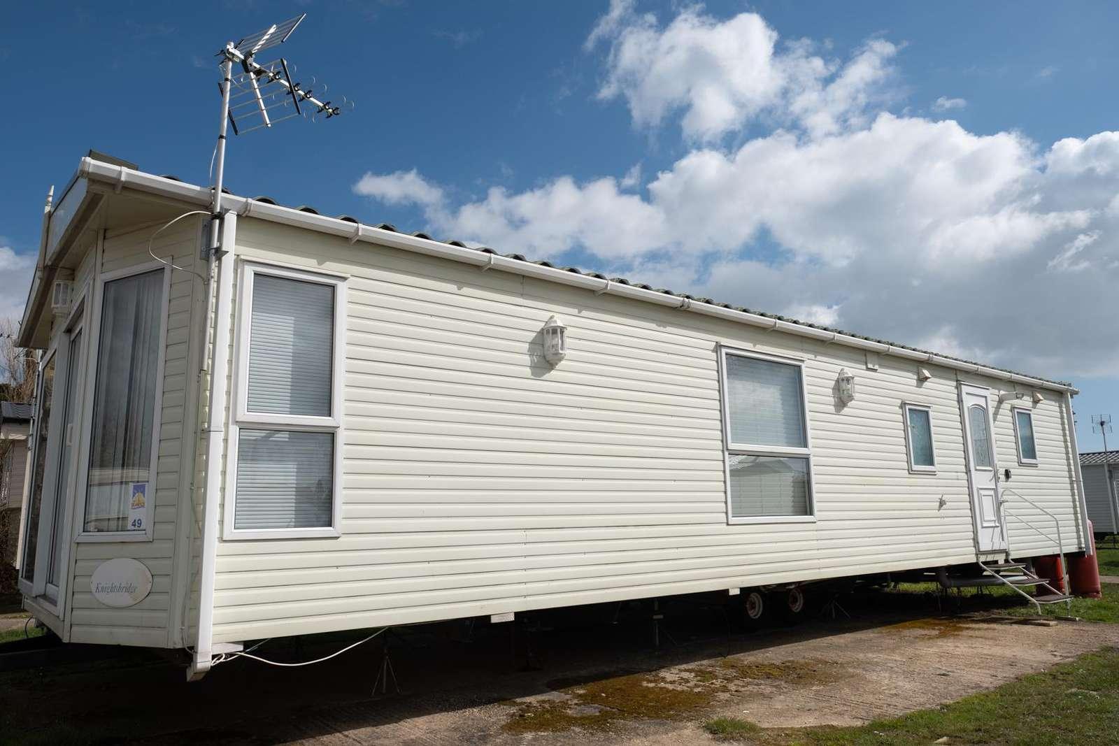 27049S – Seawick, 2 bed, 6 berth caravan with D/G & C/H. Diamond rated. - property