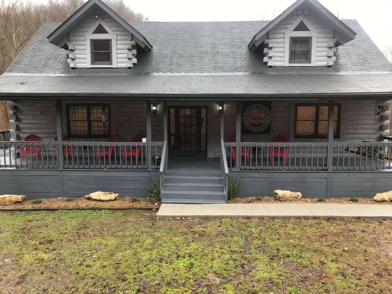 Greyhouse - property