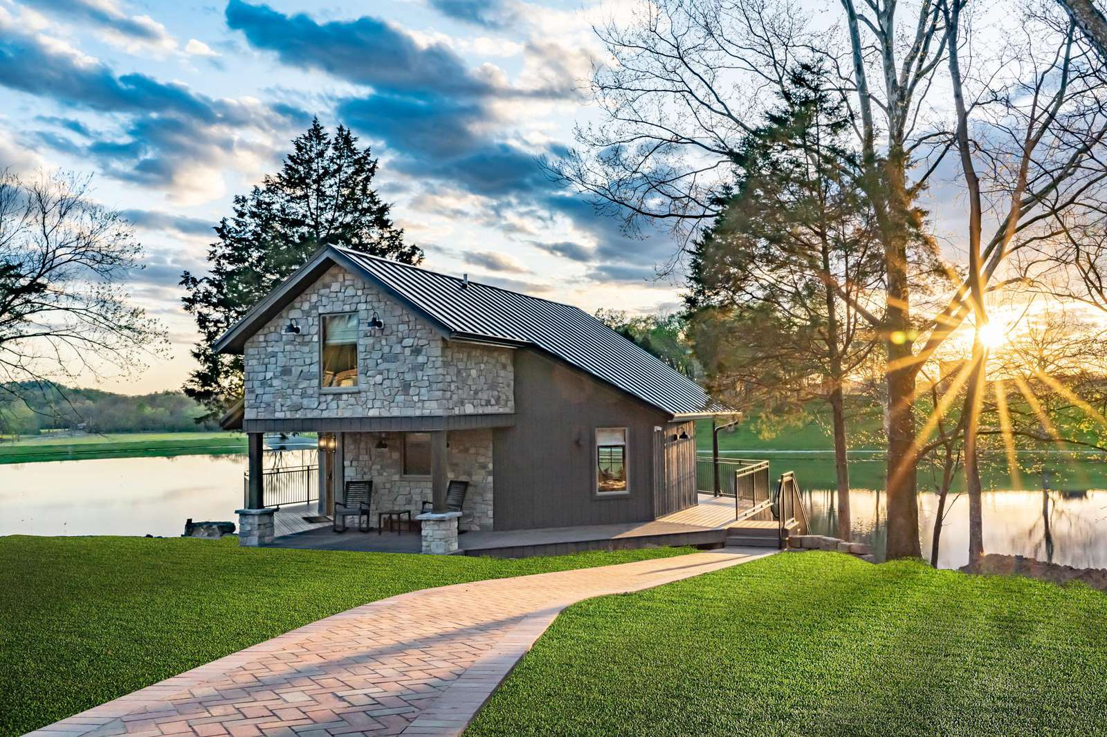 The Poplar Cottage – Kentucky Derby Special - property