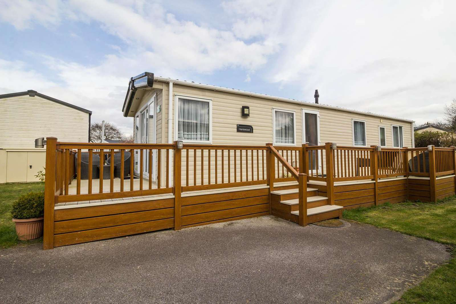 70008TG – The Grove area, 3 bed, 8 berth caravan with decking. Diamond rated. - property