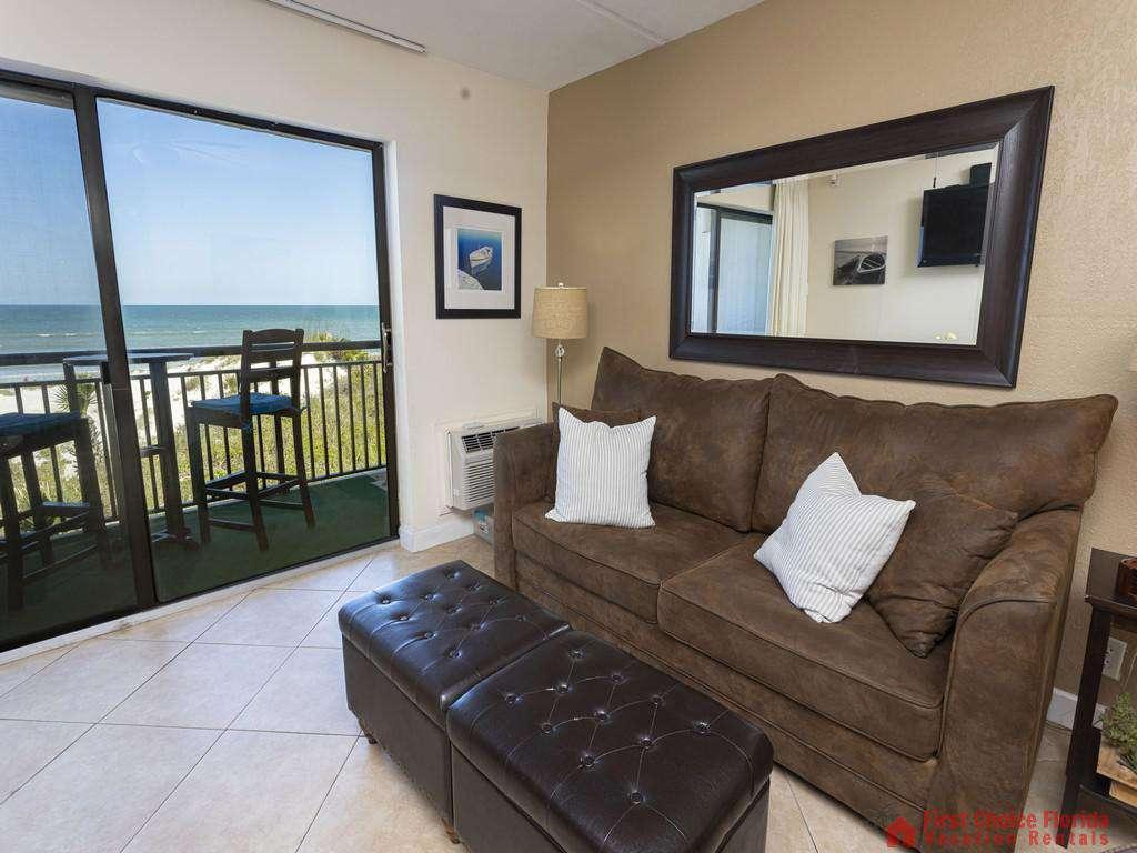 Beachers 232 - Living Room