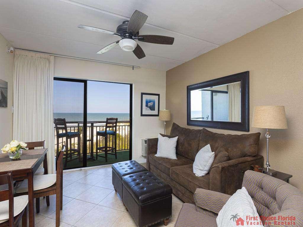 Beachers 232 - Living Room and Balcony