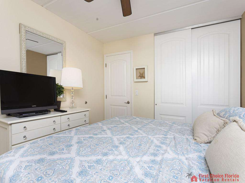 Beachers 232 - Bedroom with TV