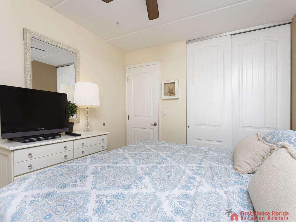 Beachers 232 - Bedroom with TV