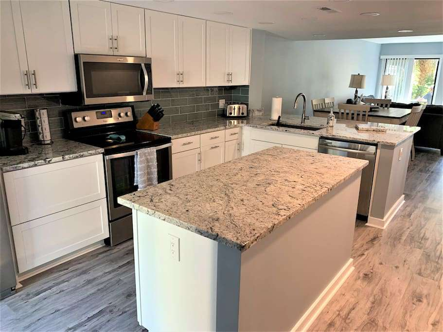 Beautiful Renovation with Granite and Stainless - property