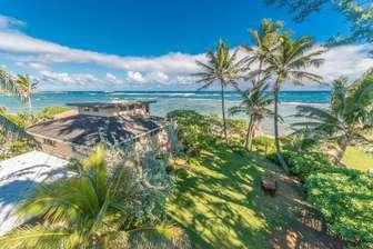 Bird's eye view of Tiki Moon  Villas beach front area  thumb