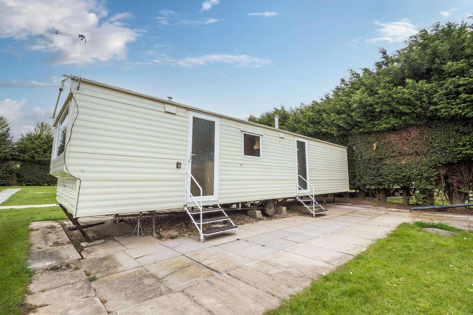 33095F – Firs Area, 3 bed, 8 berth caravan. Emerald rated. - property