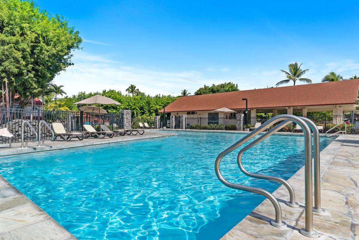 Enormous swimming pool!