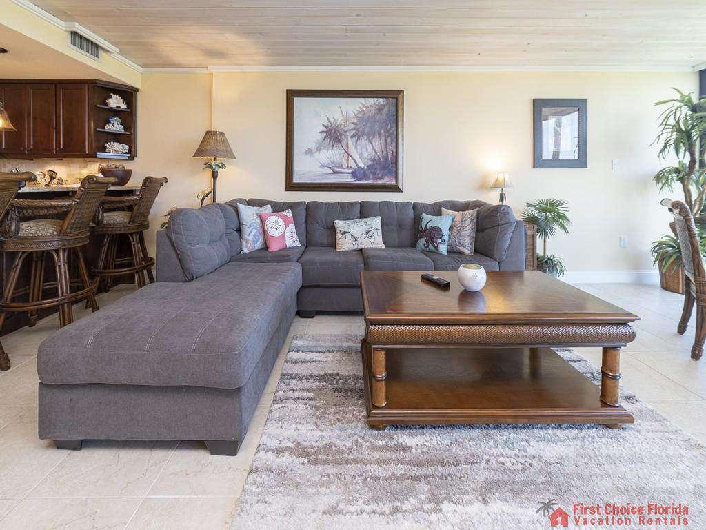 Captains Quarters - Living Room