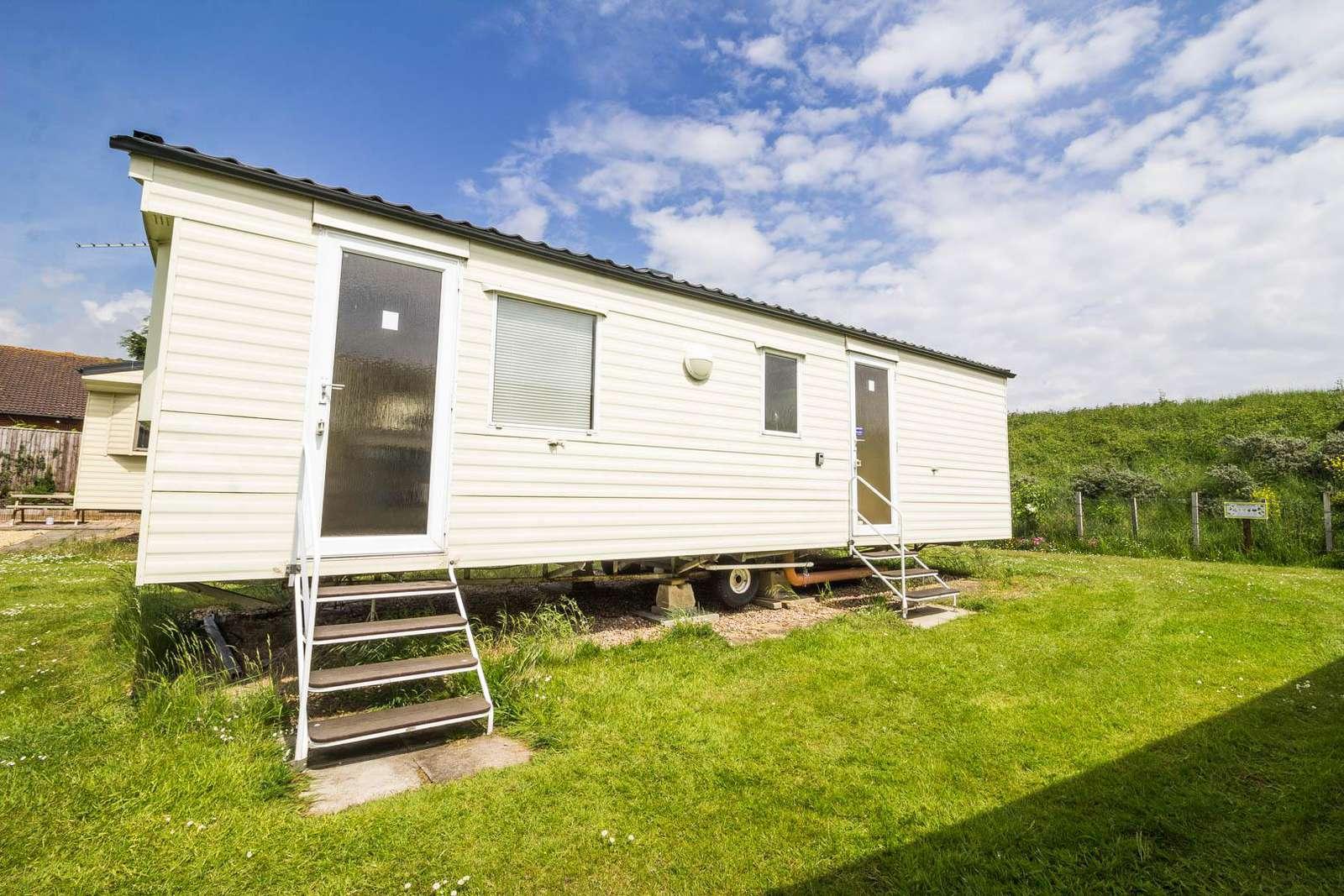 35225S – Sunnydale, 2 bed, 4 berth caravan. Emerald rated. - property