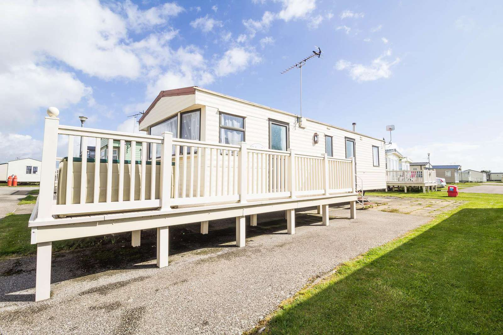 27430S – Seawick, 2 bed, 6 berth caravan with decking. Emerald rated. - property