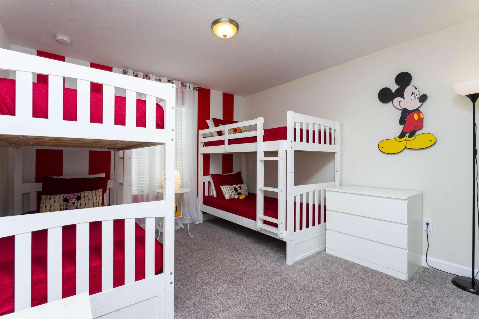 Cute Mickey room (Sleep 4) - property