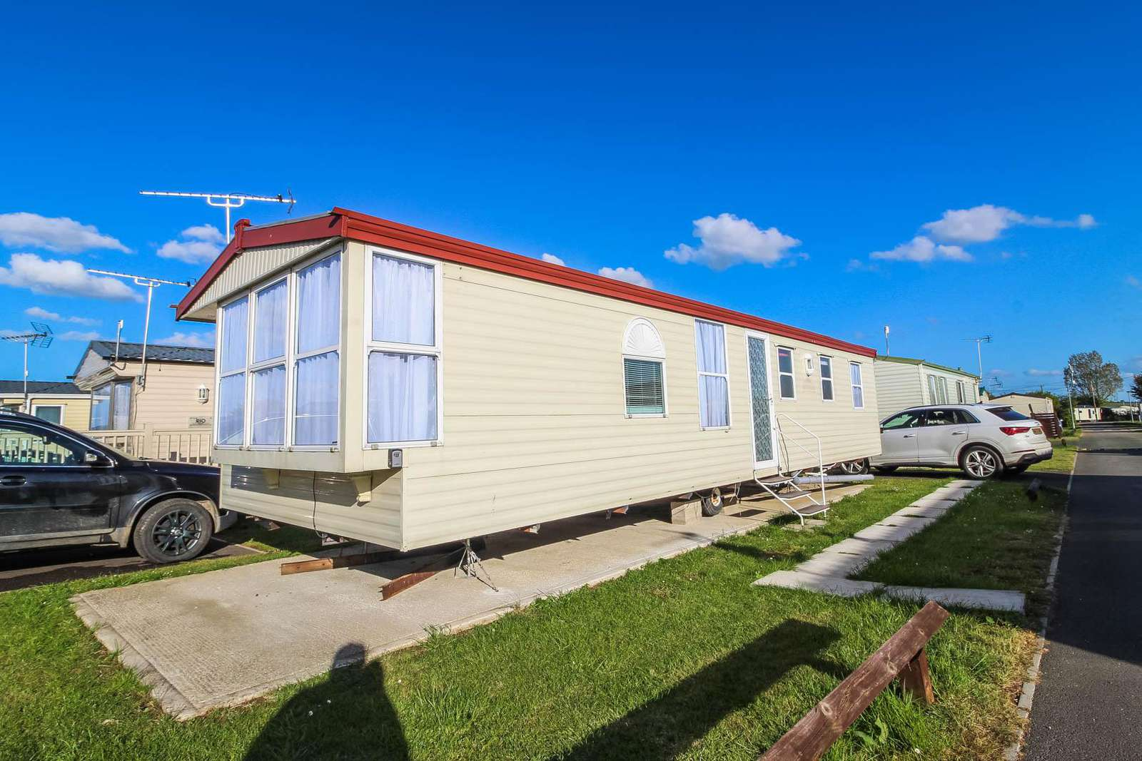 36088FO – FO area, 3 bed, 8 berth caravan. Emerald rated. - property