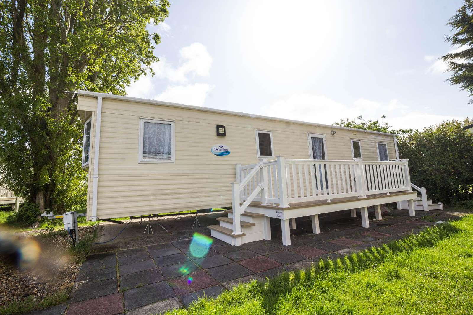27049R – Seawick, 3 bed, 8 berth caravan with decking and unlimited WiFi. Ruby rated. - property