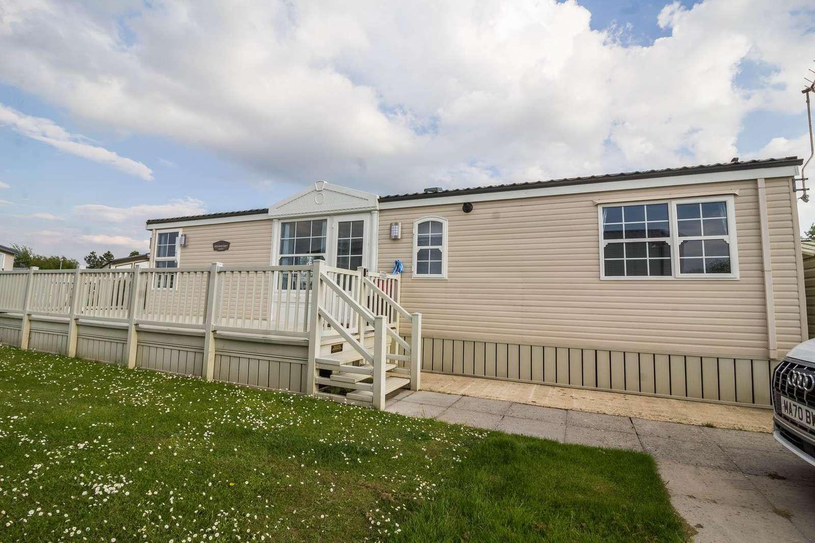 23225K – Kensington area, 2 bed, 6 berth caravan with decking. Diamond-Plus rated. - property