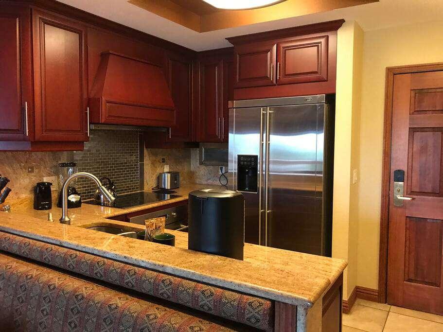 Full kitchen!  Dishwasher, fridge, stove, oven, microwave