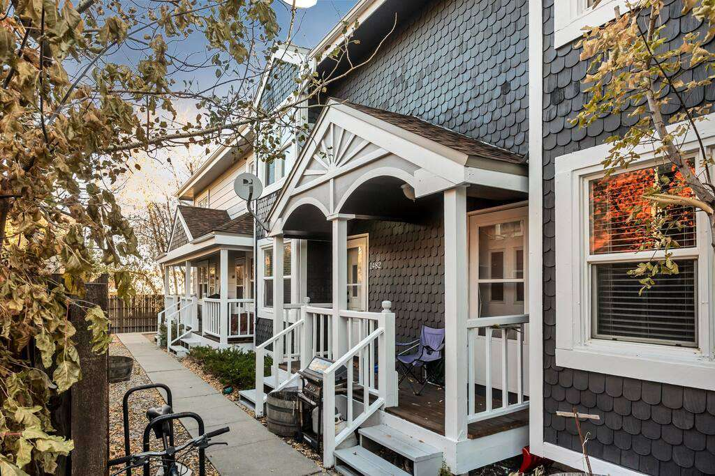 Cozy townhome in a great location!