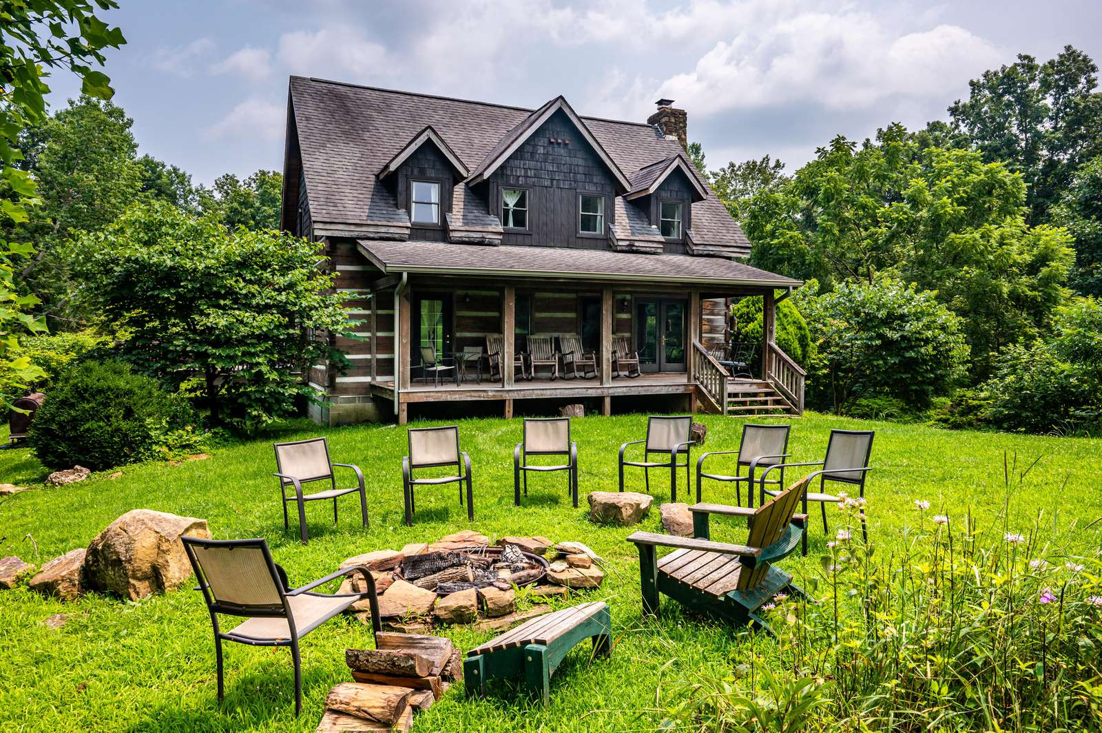 Twin Oaks Lodge Vacation Cabin - property