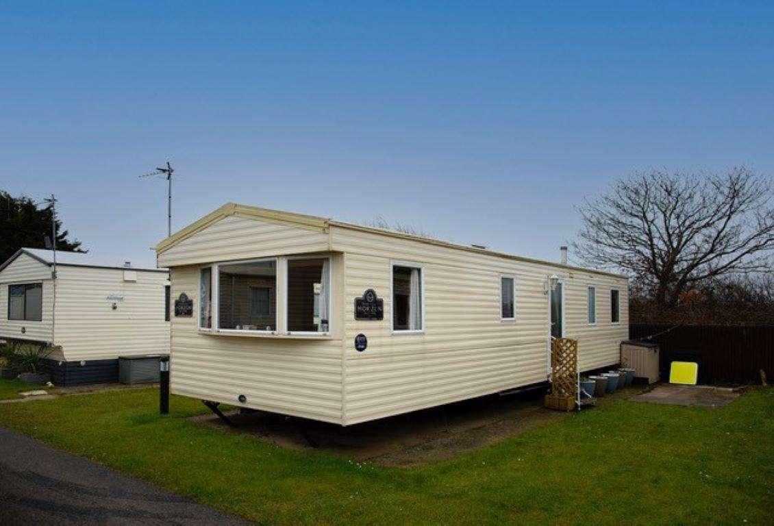 61044TP – The Poplars area, 3 bed, 8 berth caravan. Emerald rated. - property