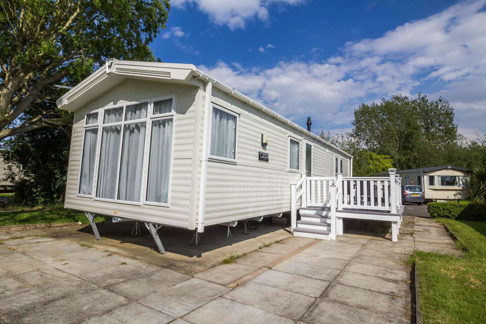 33002V – Vintage area, 3 bed, 8 berth caravan with decking and WiFi. Diamond-Plus rated. - property