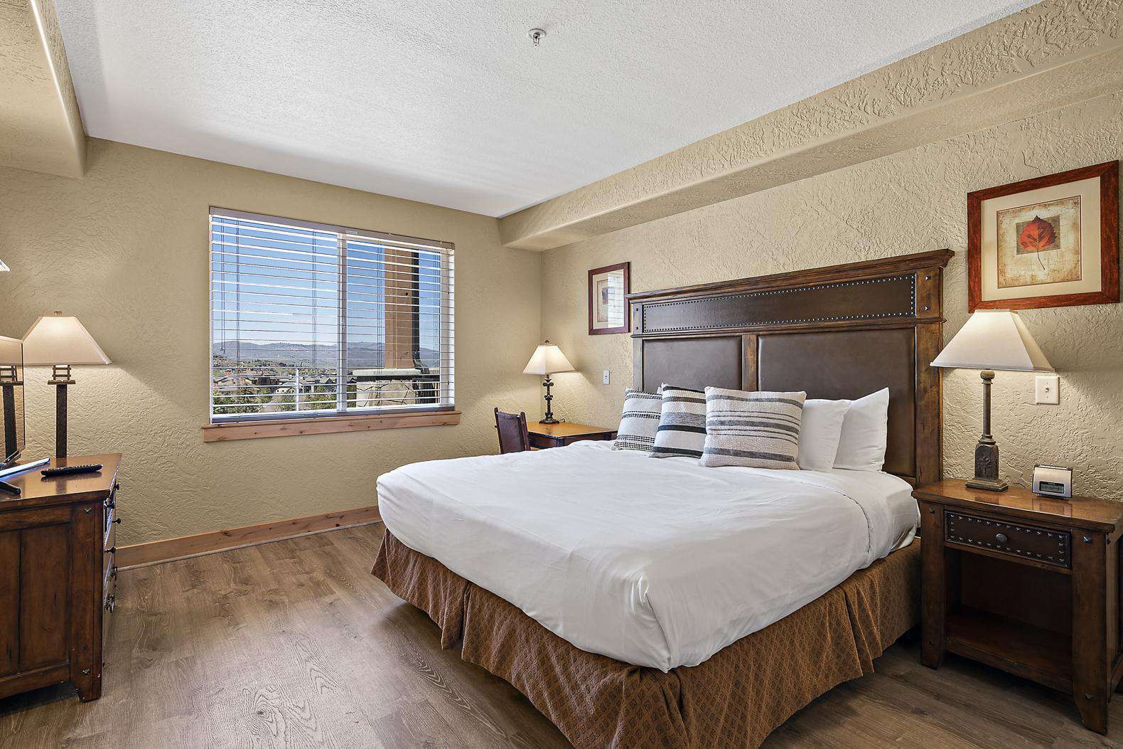Queen bed with great views