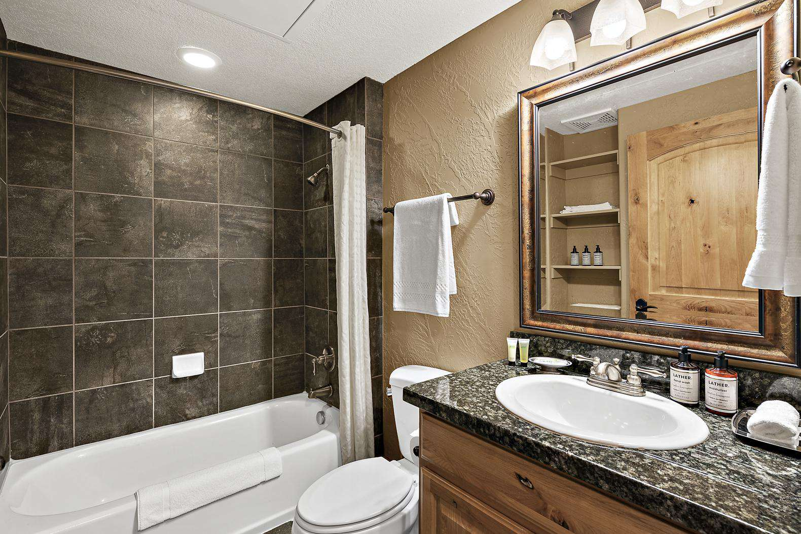 Guest Bathroom with bath/shower