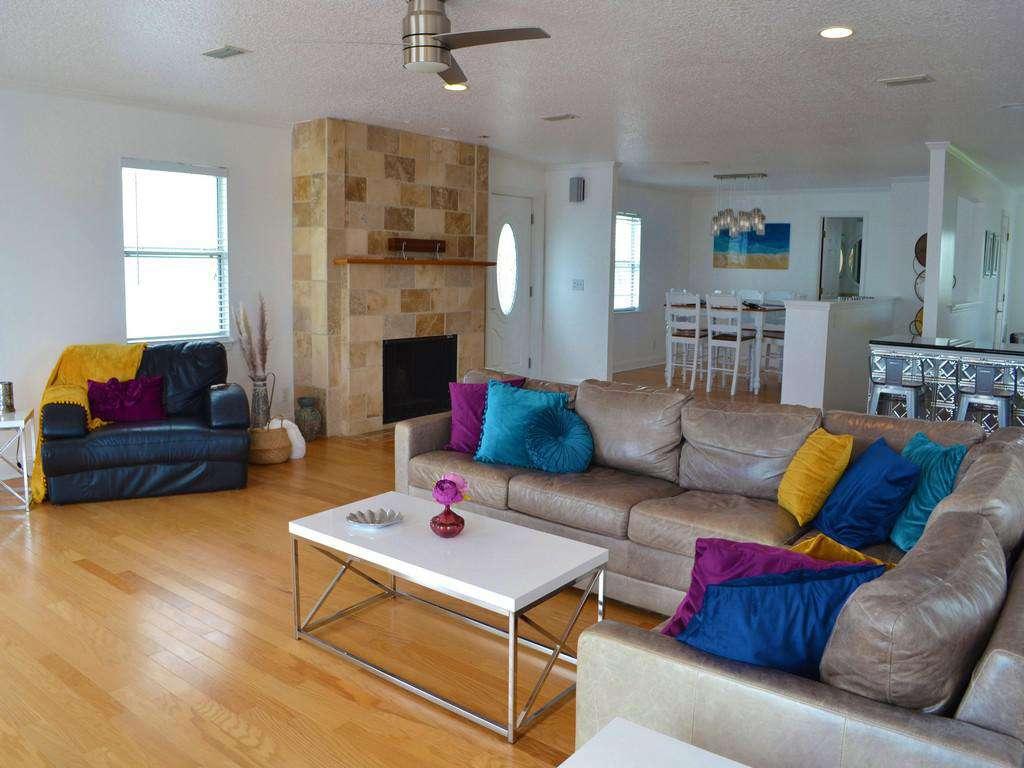 Purple Pelican - Family Room