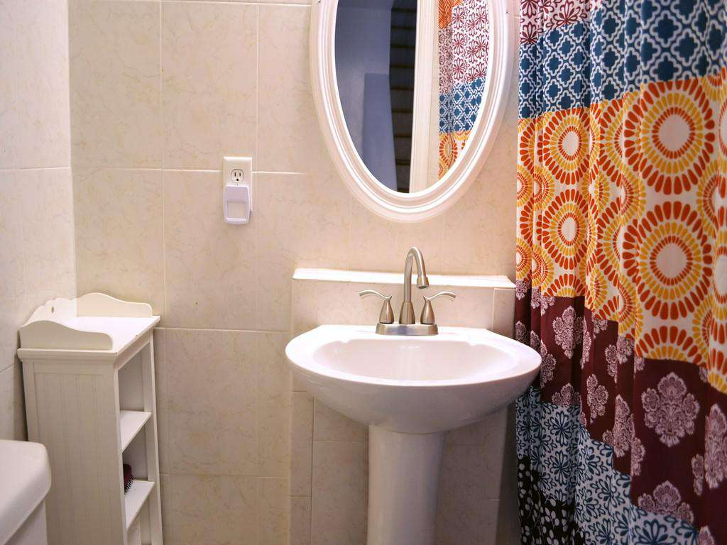 Purple Pelican - Guest Bathroom