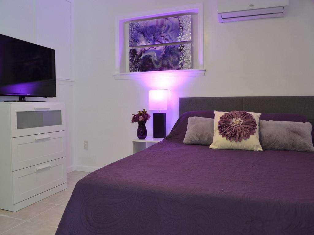 Purple Pelican - Guest Queen Bedroom with TV