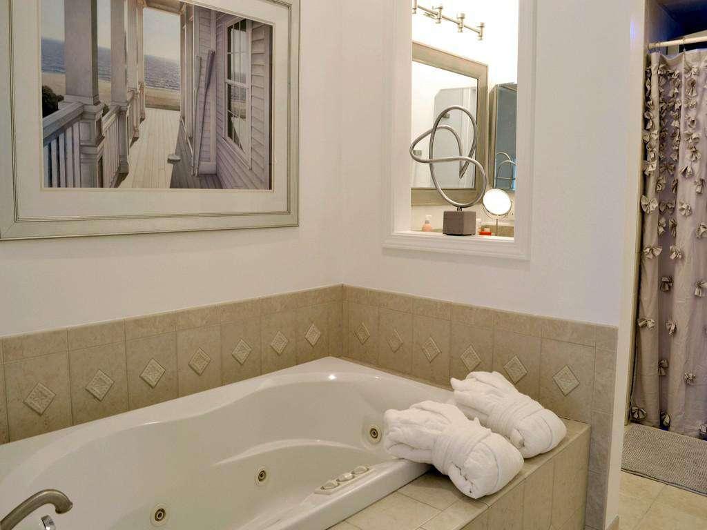 Purple Pelican - Jetted Bath Tub