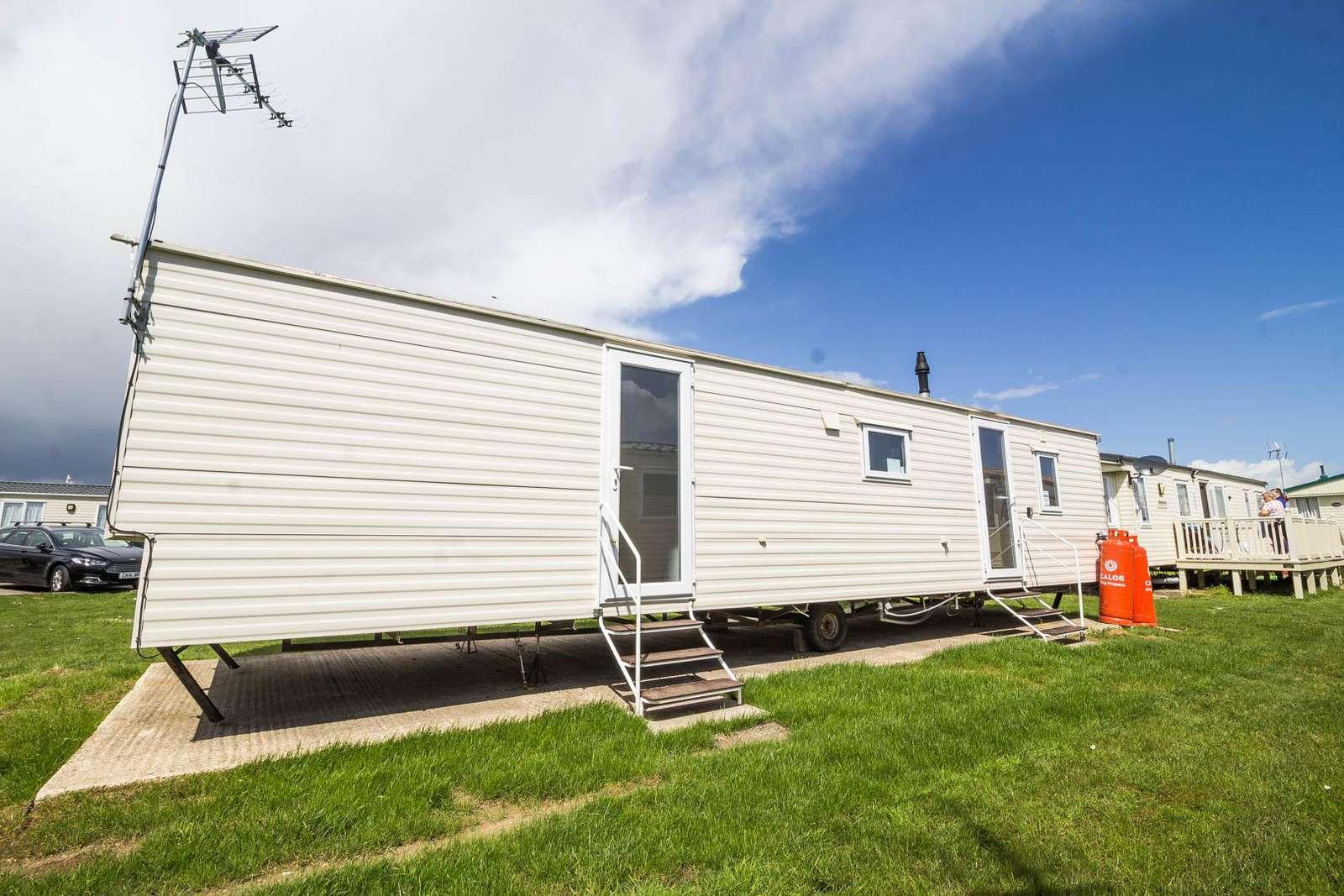 28002GC – Gainsborough Close area, 3 bed, 8 berth caravan with D/G & C/H. Ruby rated. - property