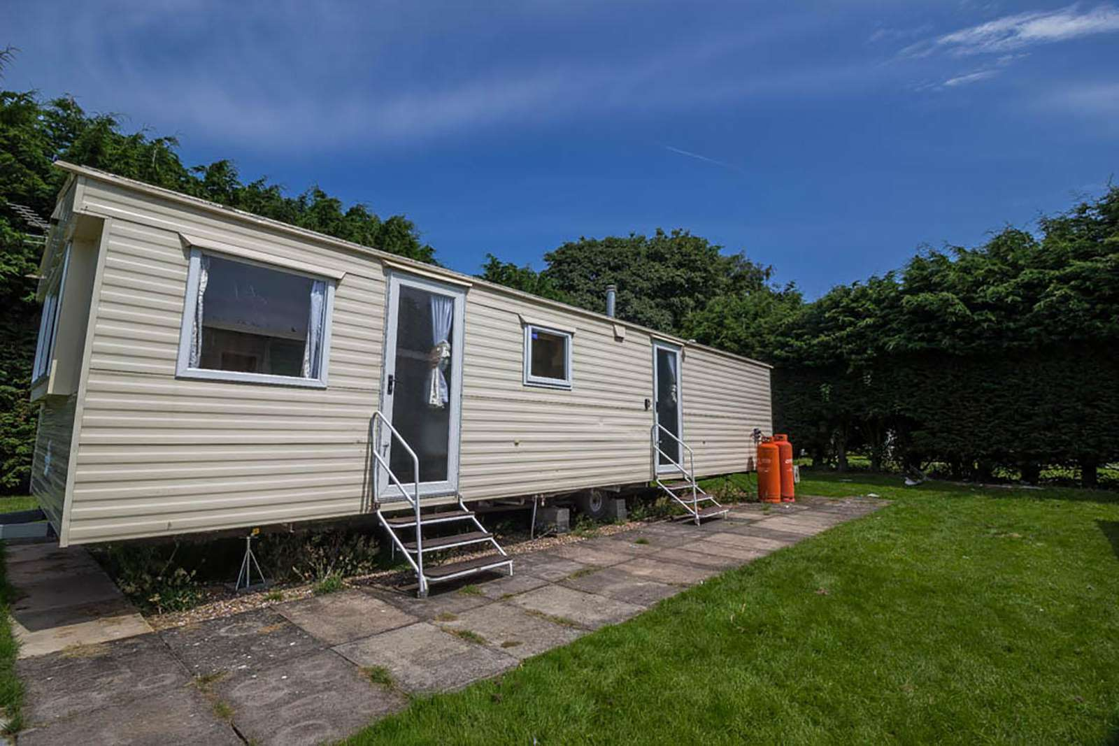 33098F – Firs area, 3 bed, 8 berth with double glazing. Emerald rated. - property