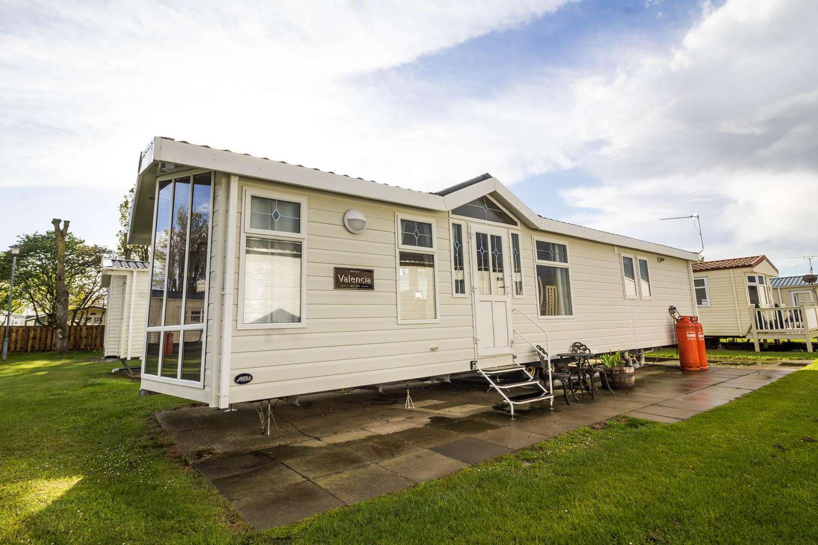 50010L – Lapwing area, 2 bed, 6 berth caravan with D/G & C/H. Diamond rated. - property