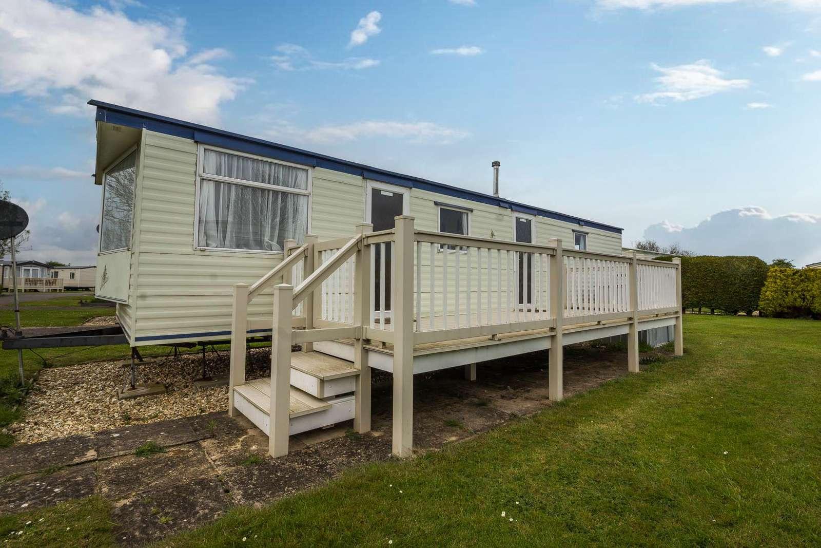66243S – Sandhills area, 3 bed, 8 berth caravan with panel heating. Emerald rated. - property