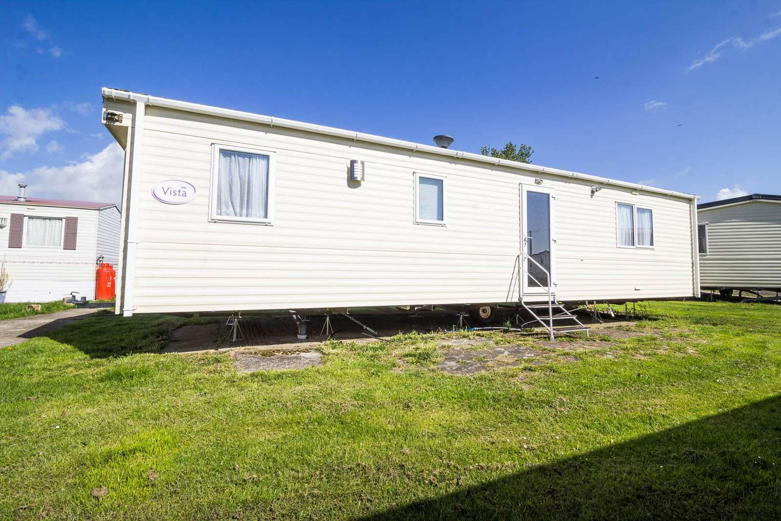 27074R – Seawick, 2 bed, 4 berth caravan with free WiFi, D/G & C/H. Ruby rated. - property