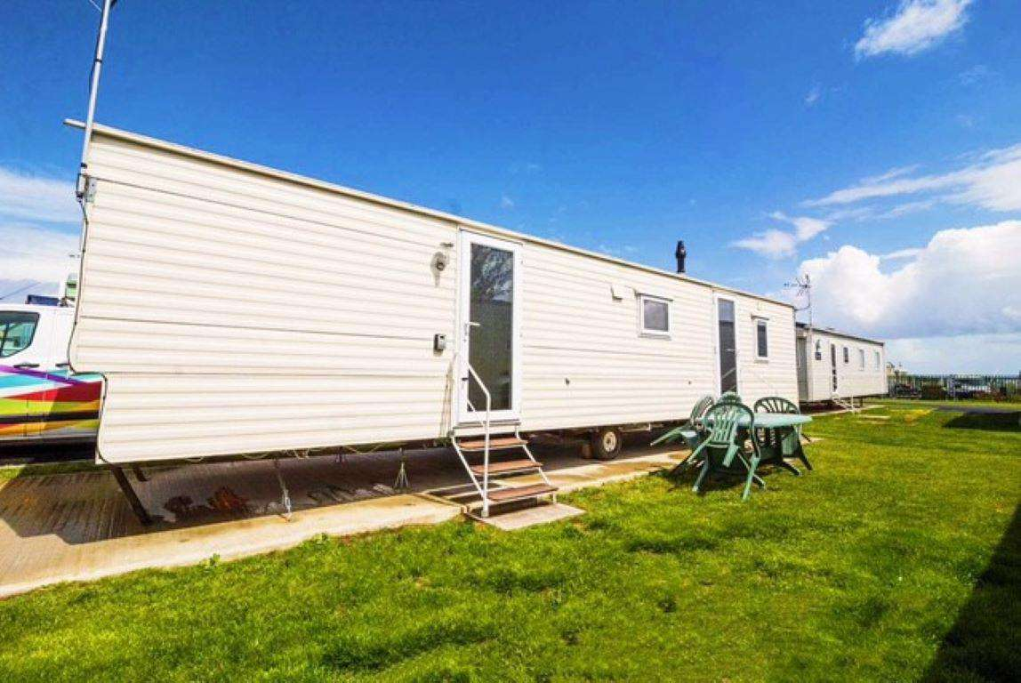 29002HV – Heron View area, 3 bed, 8 berth caravan with free WiFi, D/G & C/H. Ruby rated. - property