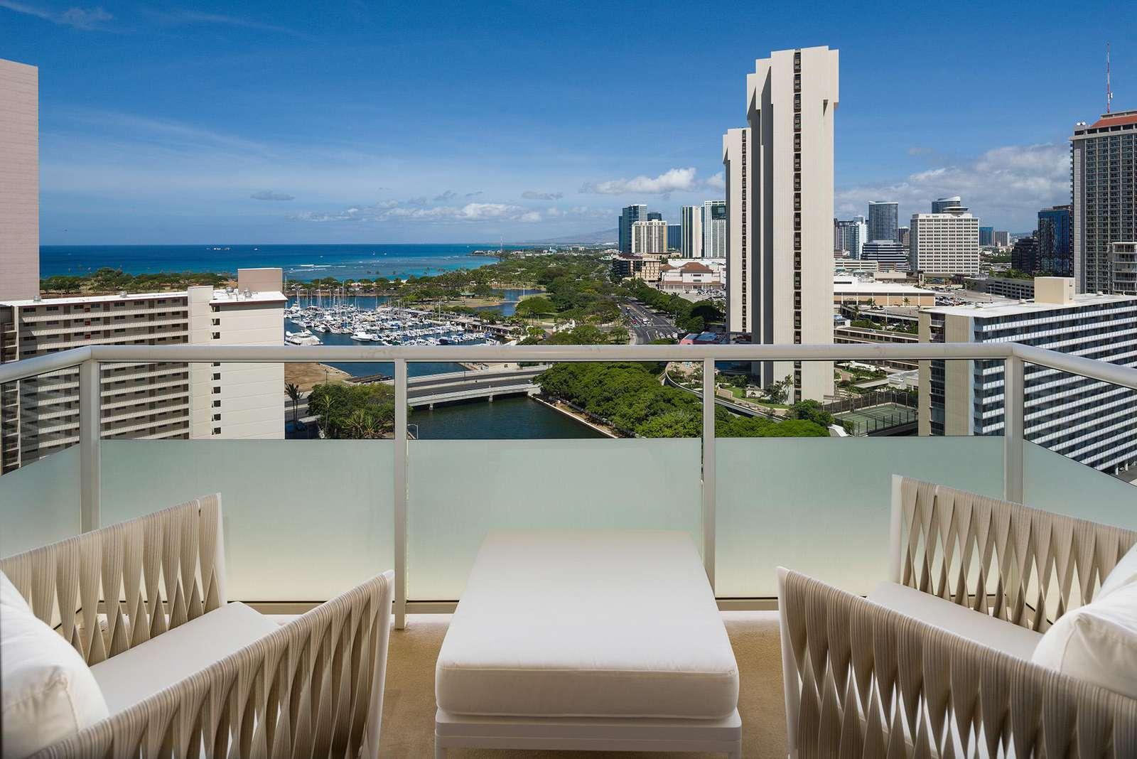 Gorgeous Ocean View 2 bed 2 bath Condo at Watermark Waikiki