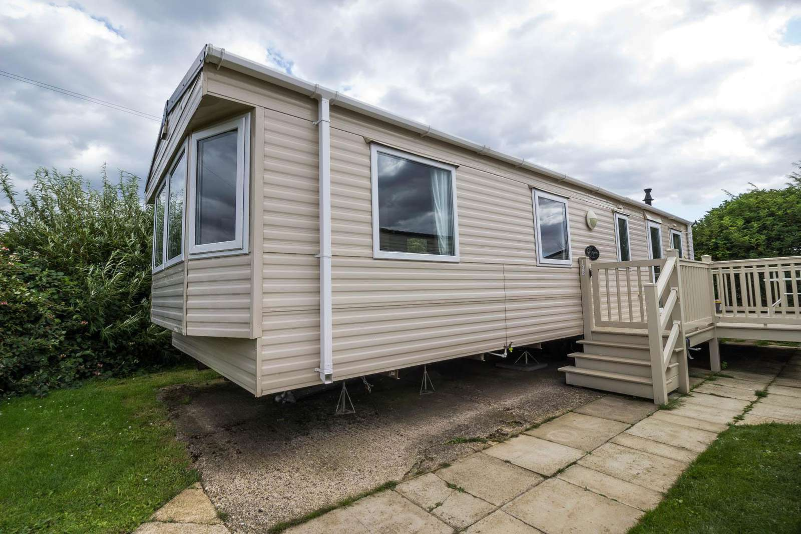 41138SF – South Field area, 2 bed, 6 berth caravan with decking, D/G & C/H. Diamond rated. - property
