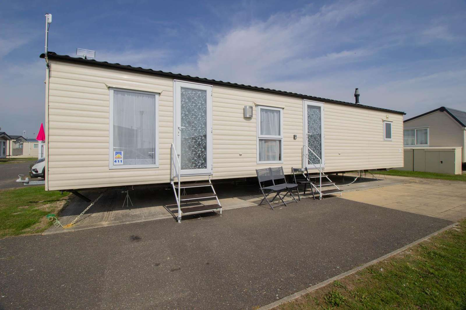 27411S – Seawick, 3 bed, 8 berth caravan with D/G & C/H. Ruby rated. - property