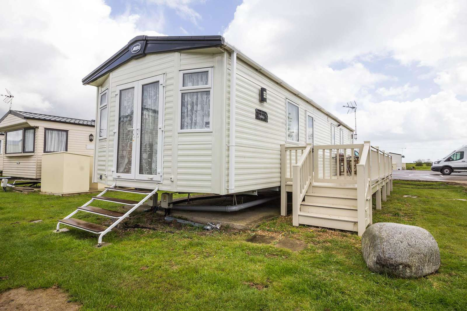 28051FV – Field View area, 3 bed, 8 berth caravan with decking. Diamond rated. - property