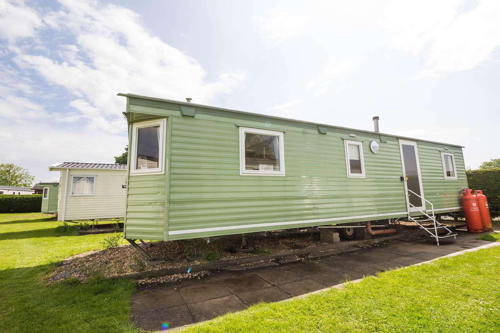 35120SD – Seal Drive area, 3 bed, 8 berth caravan. Emerald rated. - property