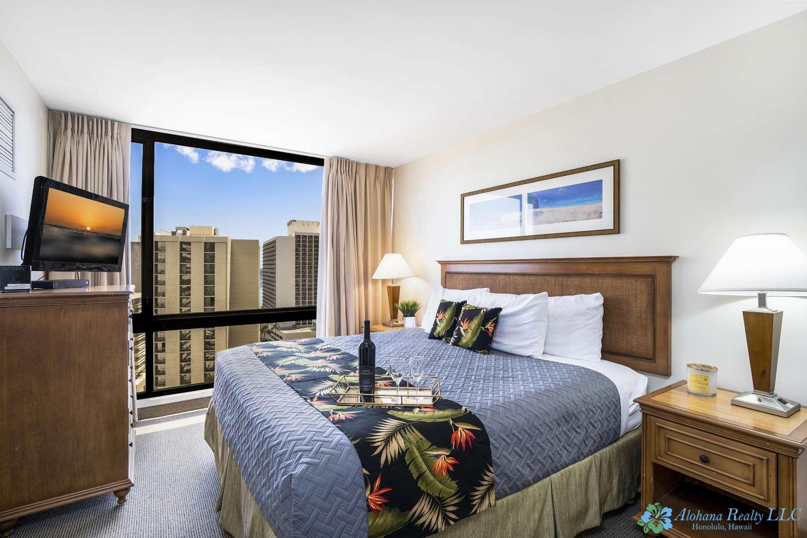 Ocean & Diamondhead View 1 bedroom at the Waikiki Sunset