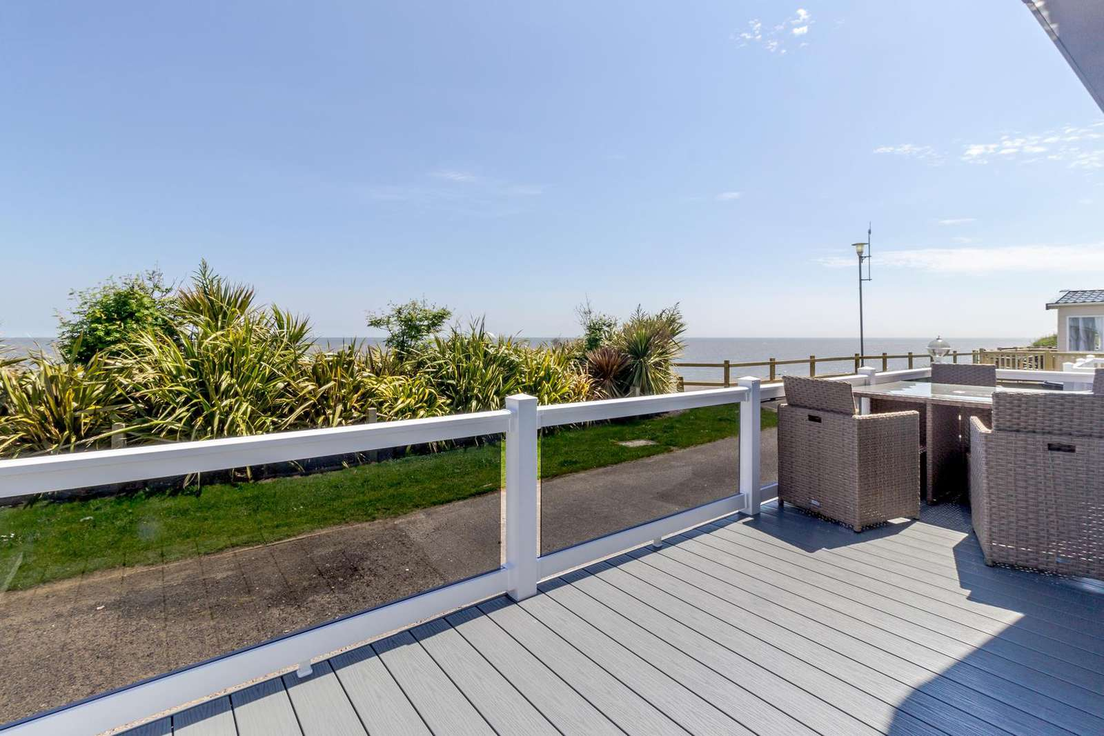 68032CR – CR area, 2 bed, 6 berth lodge with full sea views and decking. Platinum Deluxe rated. - property