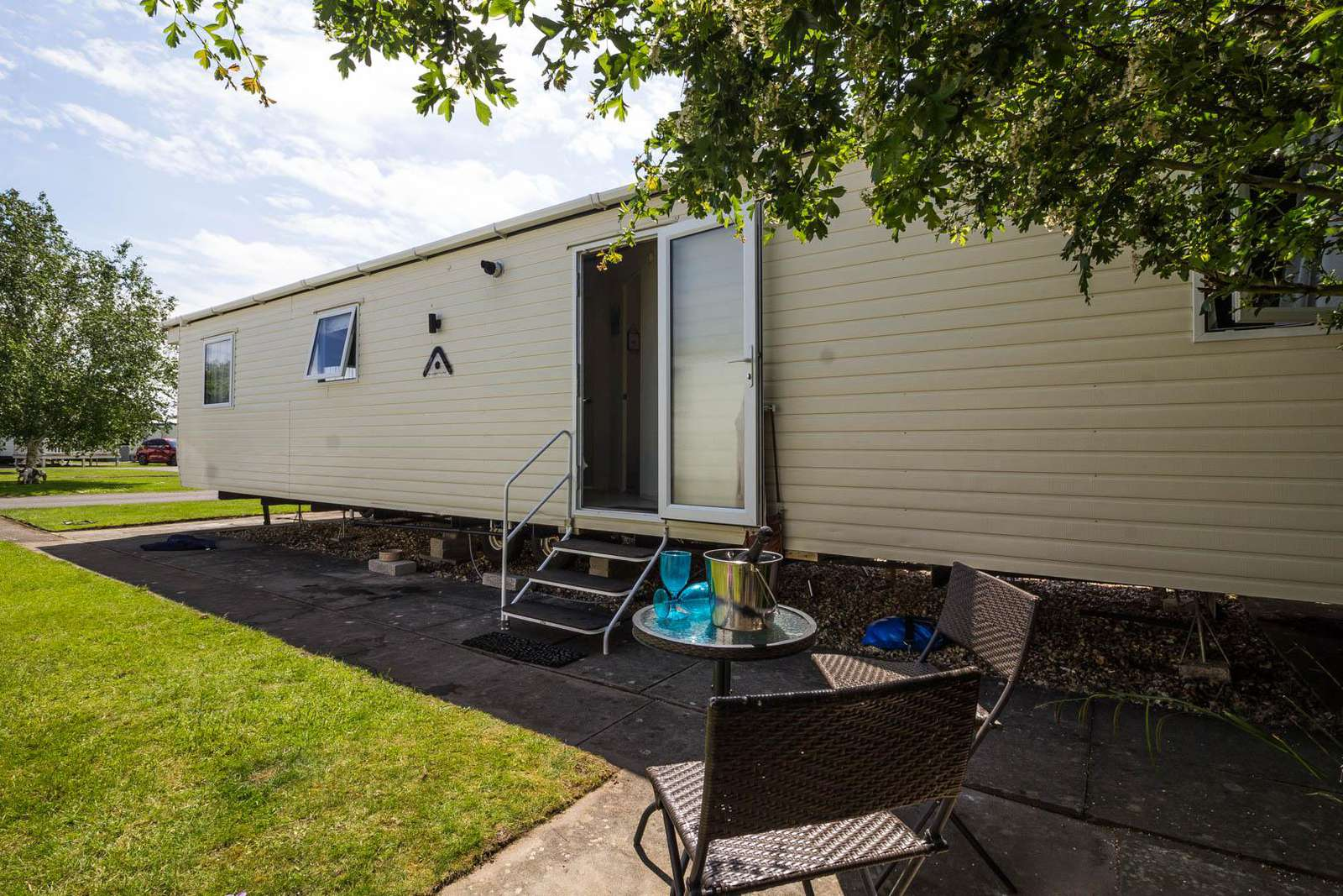 33014L – Links area, 3 bed, 7 berth caravan with D/G & C/H. Diamond-Plus rated. - property
