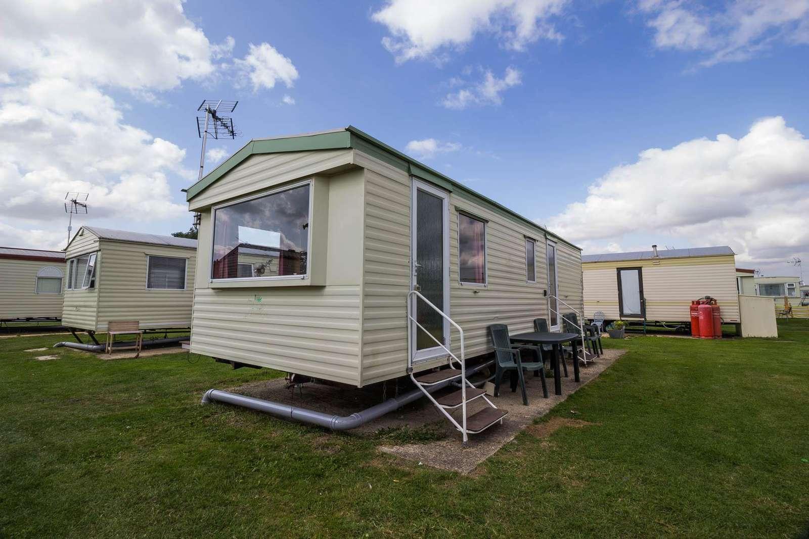 29017Y – Y Area, 2 bed, 6 berth caravan. Emerald rated. - property
