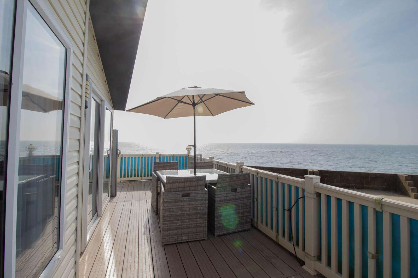 49019SV – Seashore View area, 3 bed, 8 berth lodge with full sea views. Platinum-Deluxe rated. - property
