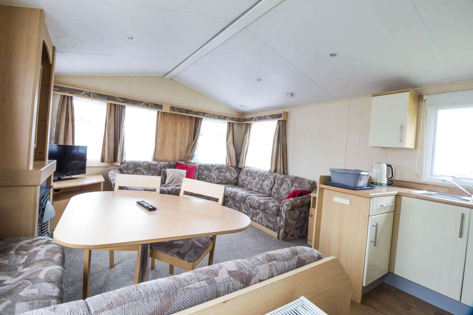 70704C – Cherry, 3 bed, 8 berth caravan with D/G & C/H. Ruby rated. - property