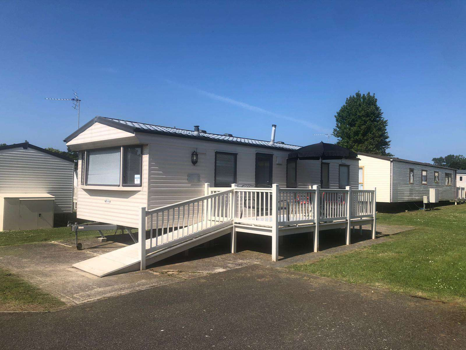 23060W – Windsor area, 3 bed, 8 berth caravan with decking and free WiFi. Diamond Rated. - property