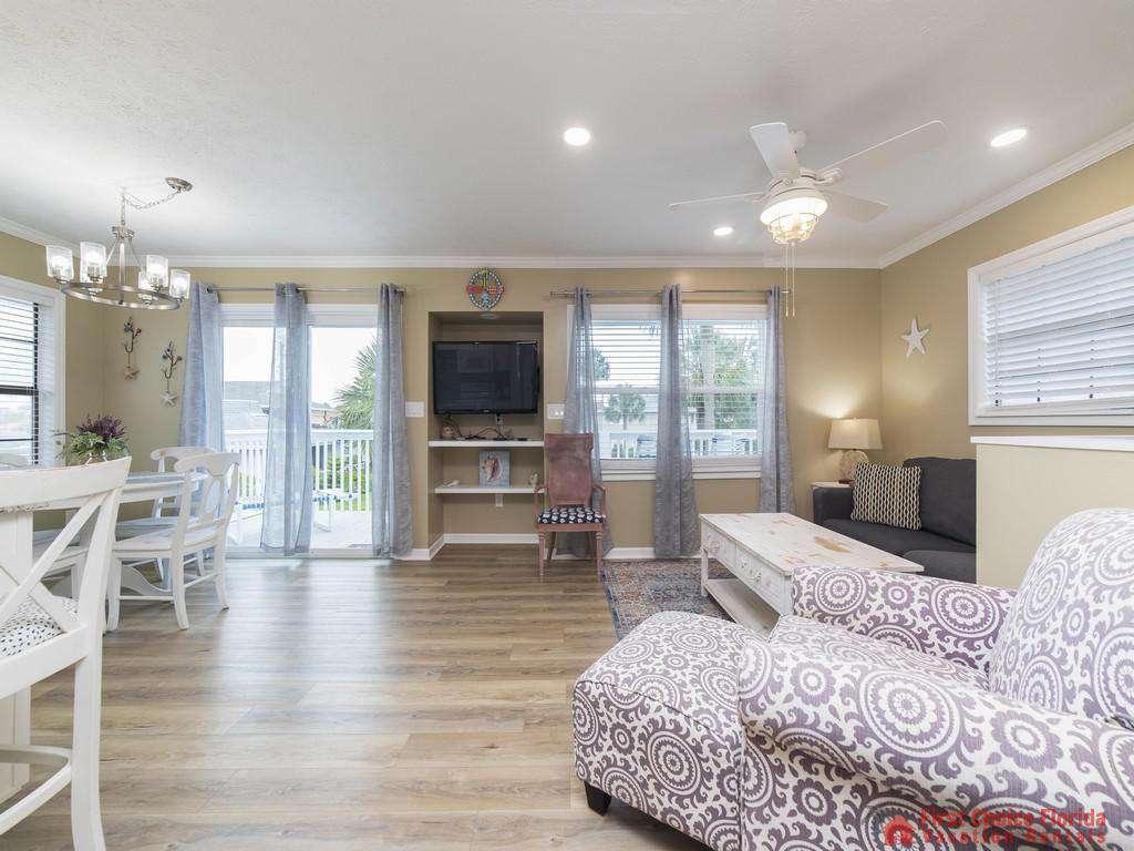 Sandy Feet Retreat - Living Room